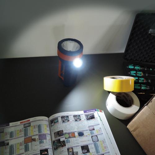 立てて設置すれば、ちょっとした作業灯としても