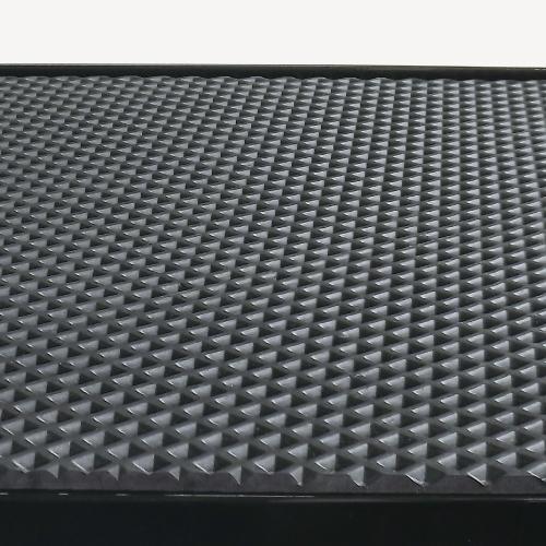 天板には耐久性に優れたEVAマット