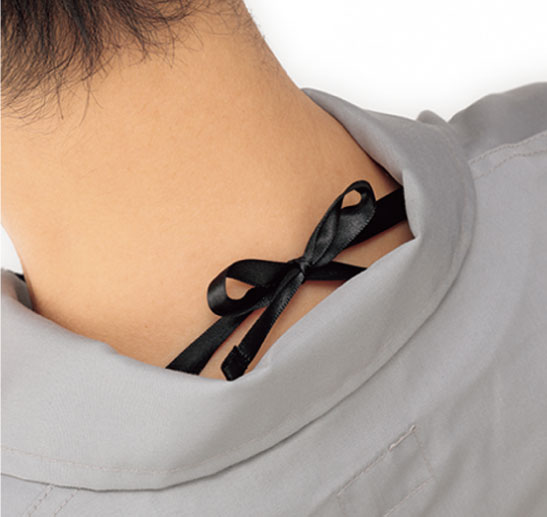 調整ひもを結ぶと衣服内の空気が通りやすくなります